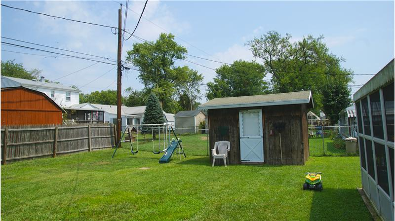 garden shed - fenced rear yard